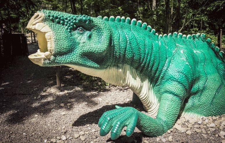 Dinozaur w Dinozatorlandzie w Zatorze