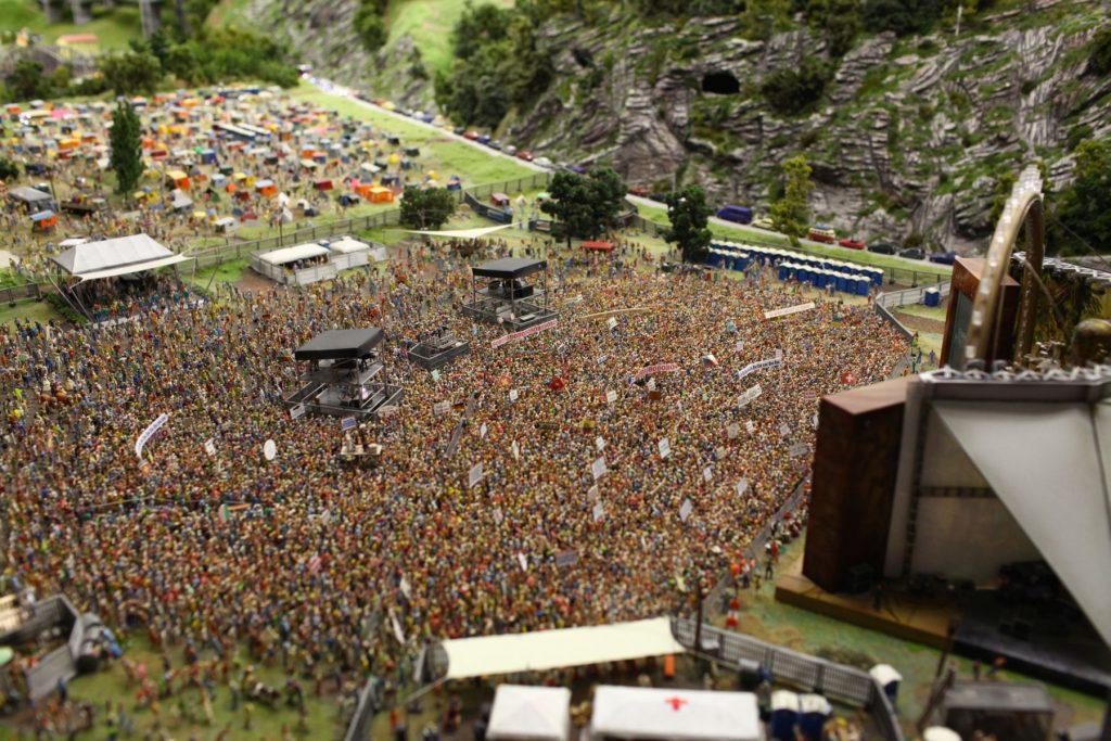 Miniaturowy koncert DJ Bobo