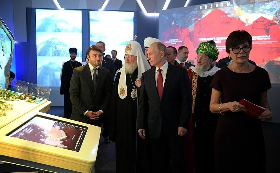 Putin z wizytą na wystawie o historii cerkwi Moskwa 4 listopada
