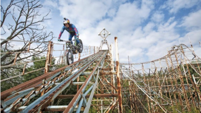 Zwiedzanie parku rozrywki… Motocyklem!