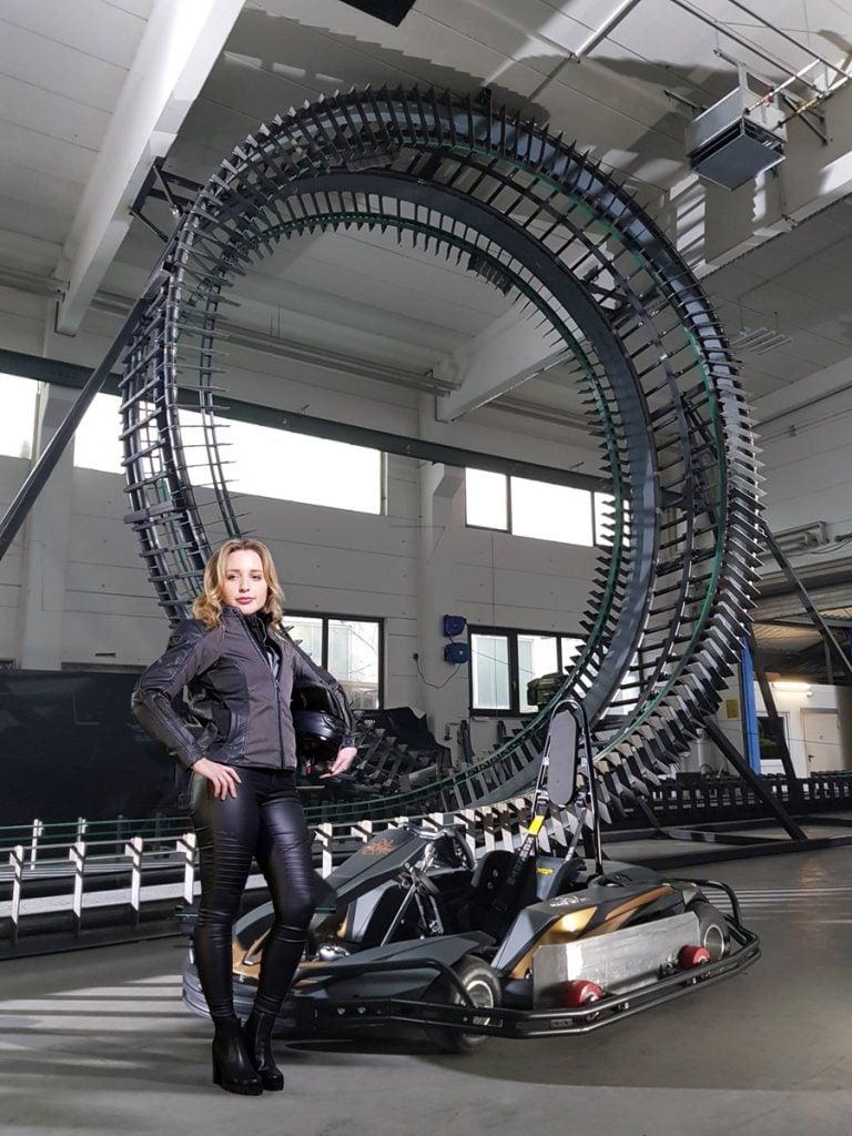 MackManiac-Pilotin-Alina-vor-Looping-1