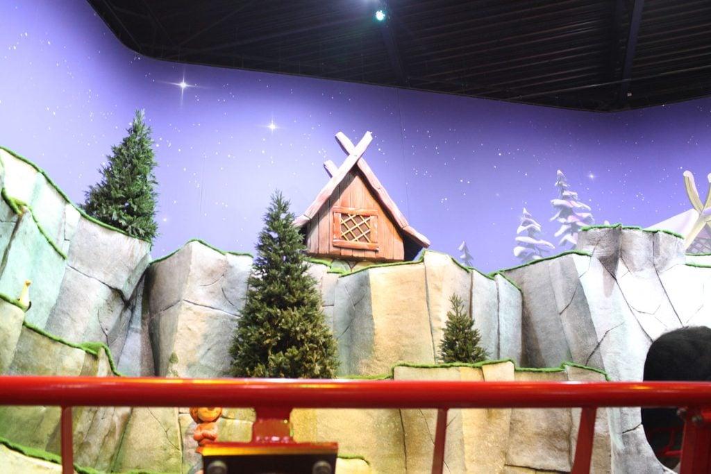 Siatkobetonowe dekoracje, skały, domki, drzewa