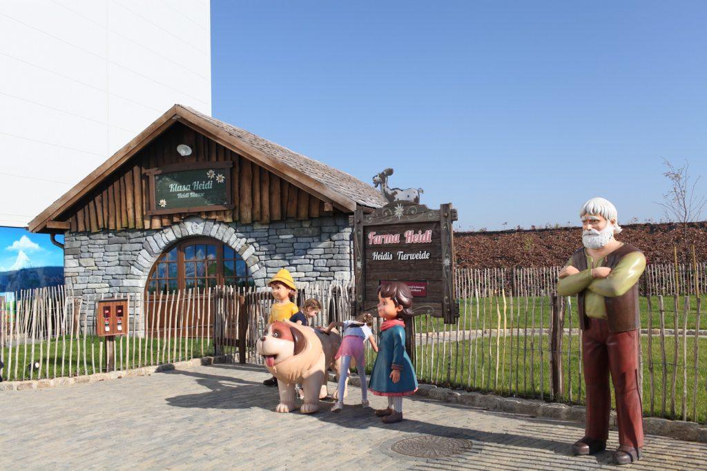 W tej zagrodzie dzieci będą mogły pogłaskać uwięzione zwierzęta. Przyszli lokatorzy narazie pasą się na wolnym wybiegu.