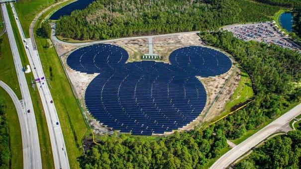 Giganci przechodzą na energię słoneczną