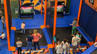 Z trampoliny na ekran – Super Stomp