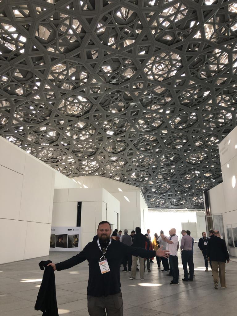 Autor w Louvrze w Abu Dhabi