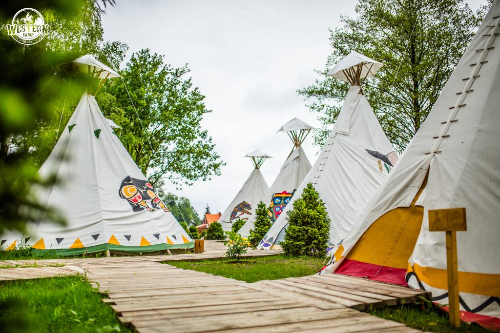 Namioty Tipi w Western Camp (fot. mat. prasowe)